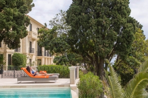 luxury_villa_monaco_sunbathing
